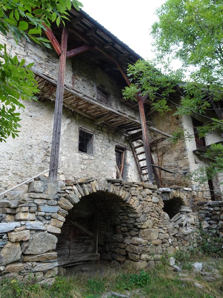 Les maisons Beaufils (Les Moulinets hauts) et  Eymar (StThomas) au Bas Villard, elles aussi en sursis.