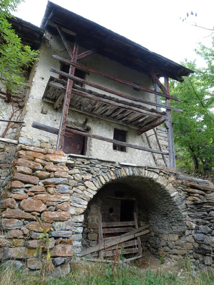 Au Villard la maison de Baptiste Eymard. Habitat permanent jusqu'au XIXème siècle, petite montagne au XXème. Elle est dans l'état du temps des rassières, mais, très ruinée, elle est en danger.