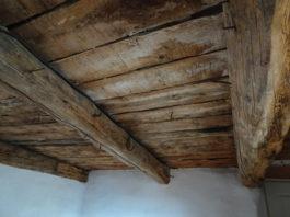 Plafond « brut » ;Ferme Elzéard La Combe.