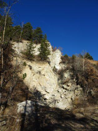 L'ancienne plâtrière de Réotier défigurée par les glissements de terrain.