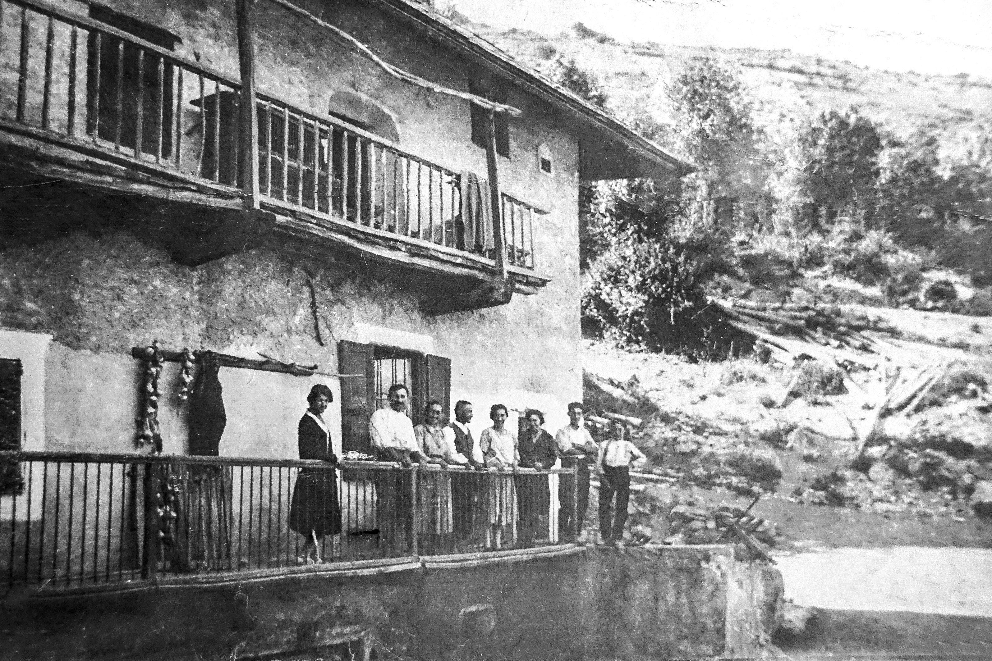 Maison Bernaudon au Fournet, années 30. Il y a de la vie, de la jeunesse. (Ph. Jouvenne)