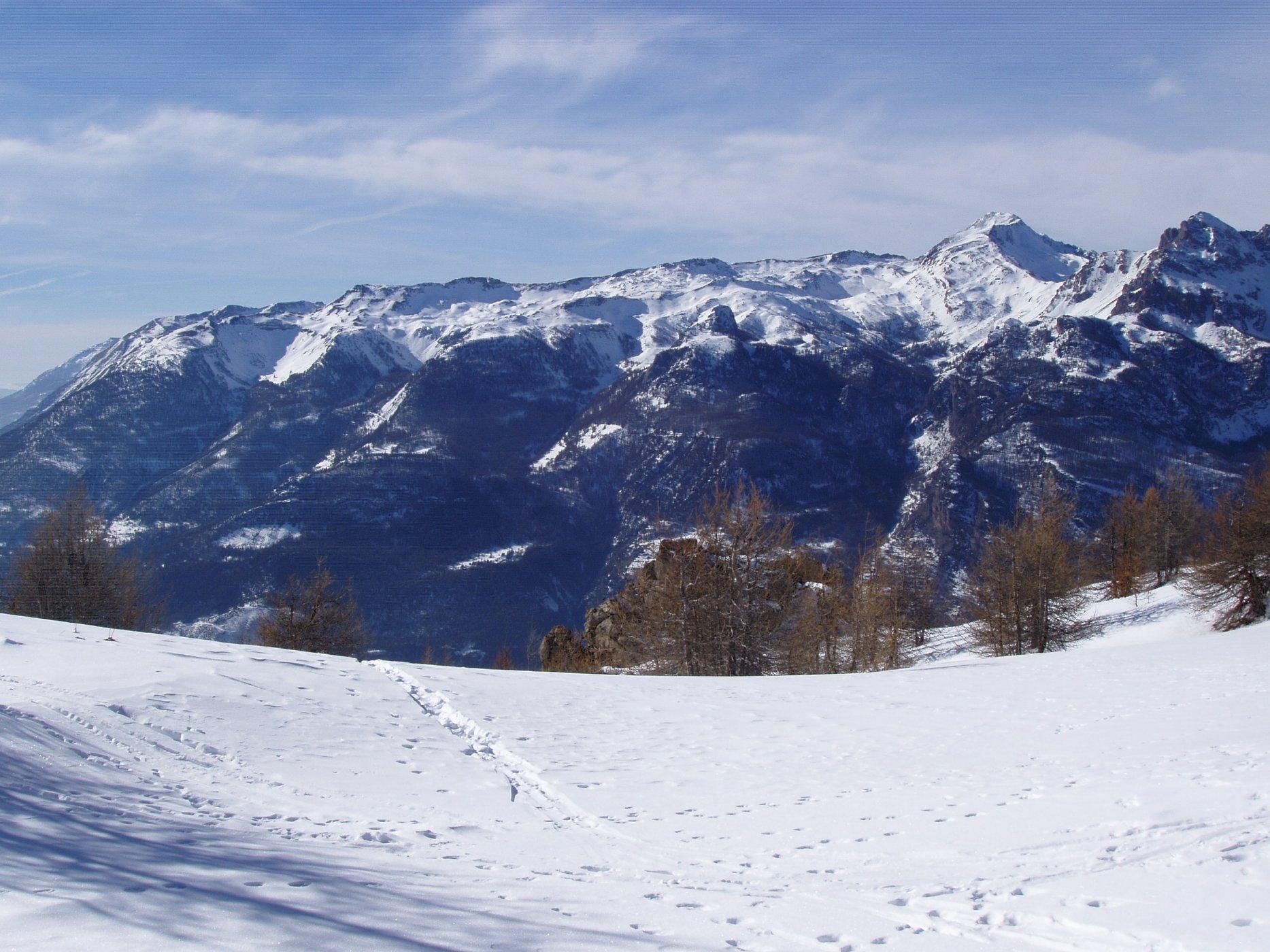De la Tête de Fouran aux Crêtes des Rougnoux, l'essentiel des randonnées se déroulent sur ce vaste panneau nord est, rive droite de la Durance.