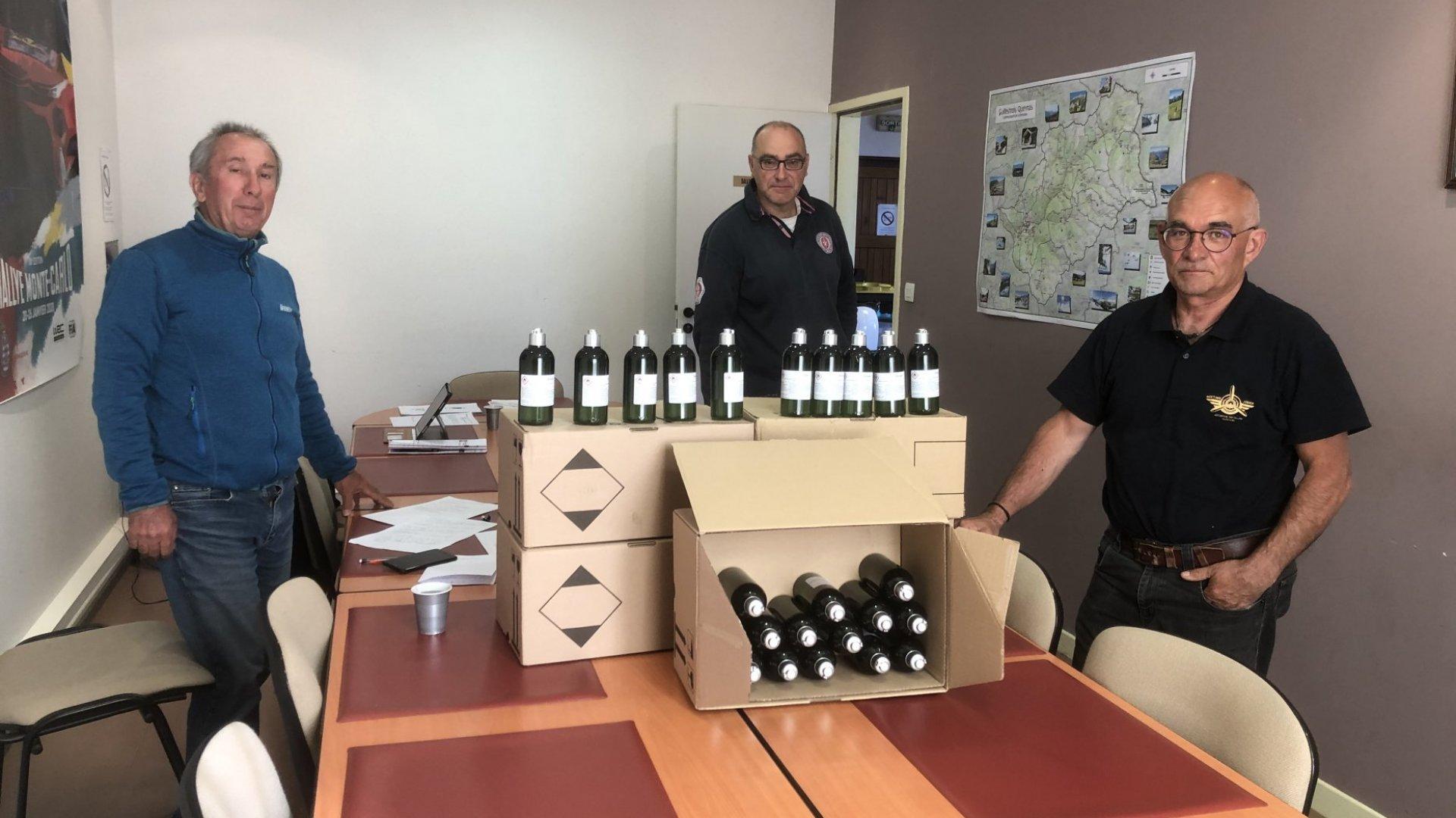 Les flacons de gel hydroalcoolique offerts par l'Occitane-en-Provence sont arrivés en mairie.